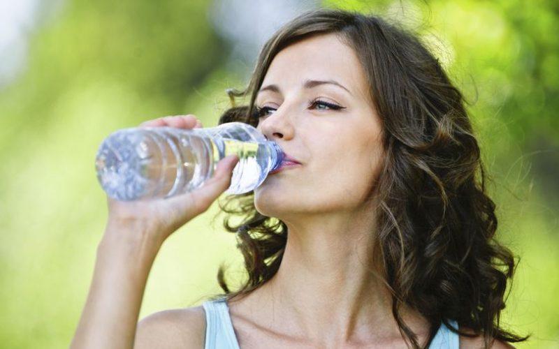 Miért igyunk reggel vizet?